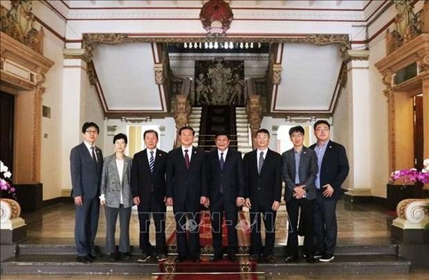 胡志明市与韩国江原道加强文化体育与旅游合作 hinh anh 2