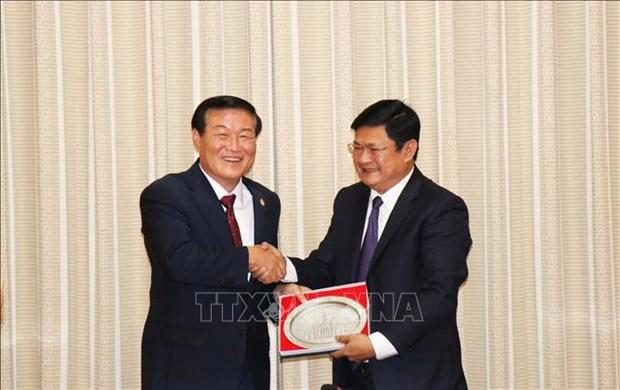 胡志明市与韩国江原道加强文化体育与旅游合作 hinh anh 1