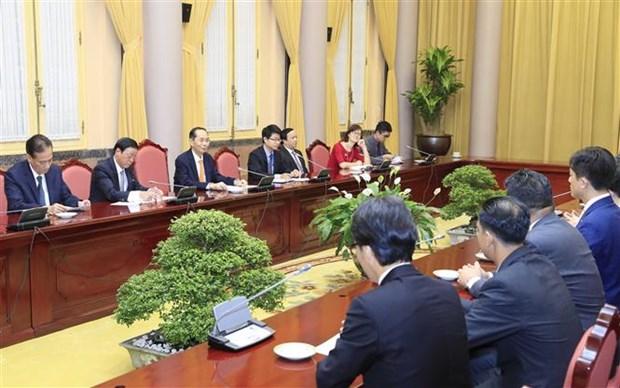 越南国家主席陈大光会见日本每日新闻特别顾问照雄一行 hinh anh 2