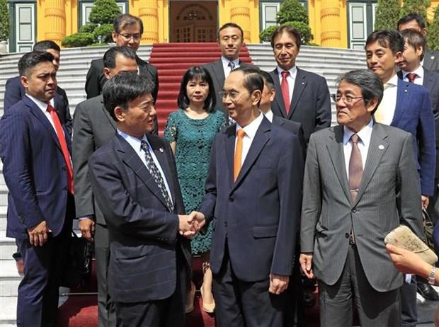 越南国家主席陈大光会见日本每日新闻特别顾问照雄一行 hinh anh 1