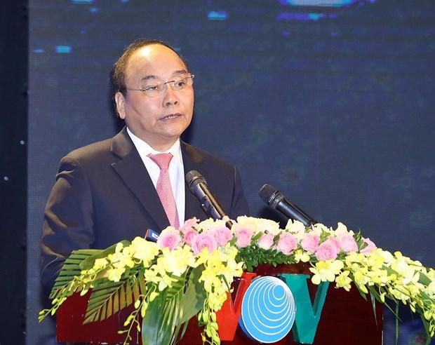 越南政府总理阮春福向越南之声广播电台授予人民武装力量英雄称号 hinh anh 2