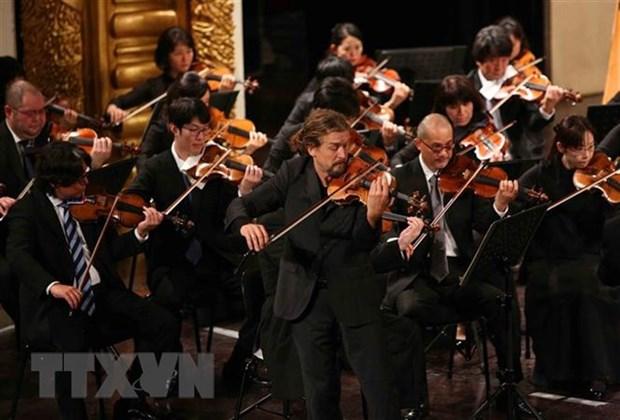 越南国家主席陈大光和夫人出席越日建交45周年音乐演奏会 hinh anh 2