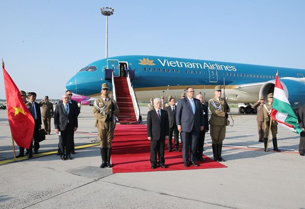 越共中央总书记阮富仲抵达布达佩斯 开始对匈牙利进行正式访问 hinh anh 1