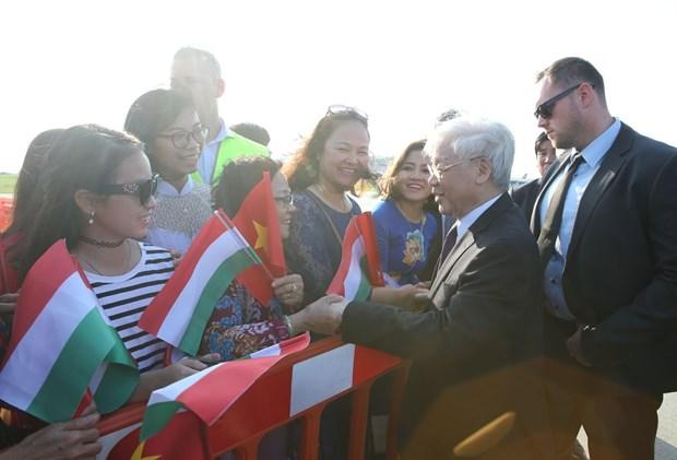 越共中央总书记阮富仲抵达布达佩斯 开始对匈牙利进行正式访问 hinh anh 3