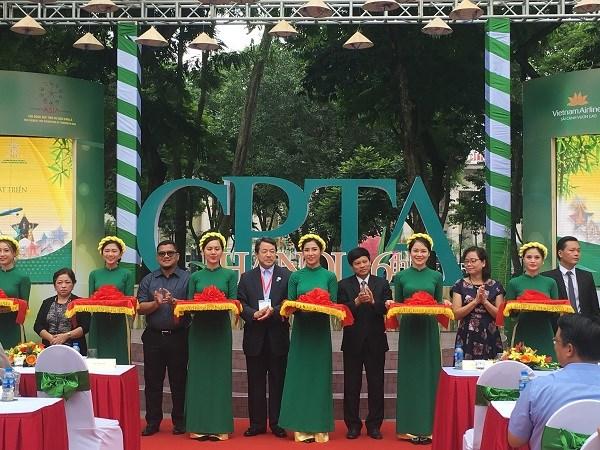 亚洲旅游促进理事会成员城市旅游展览会在河内举行 hinh anh 1