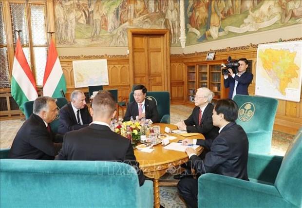 越共中央总书记阮富仲与匈牙利总理维克多·欧尔班举行会谈 提升越匈两国关系水平 hinh anh 1