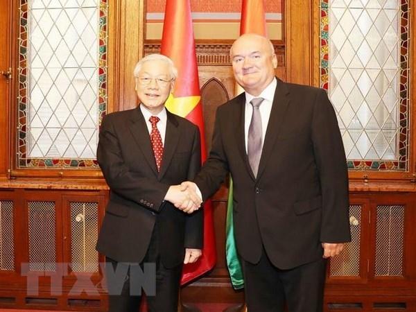 越共中央总书记阮富仲会见匈牙利国会副议长 hinh anh 1