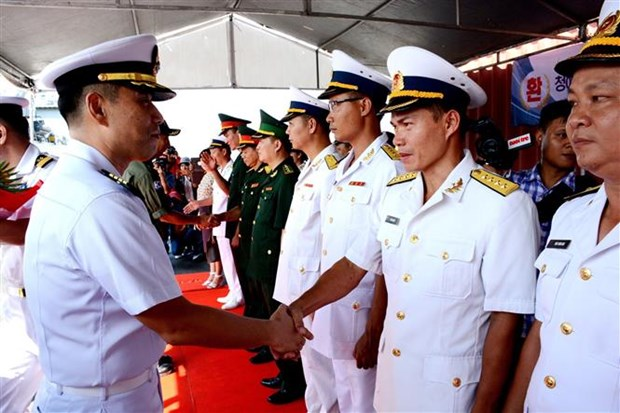 韩国海军舰艇访问岘港市 hinh anh 1