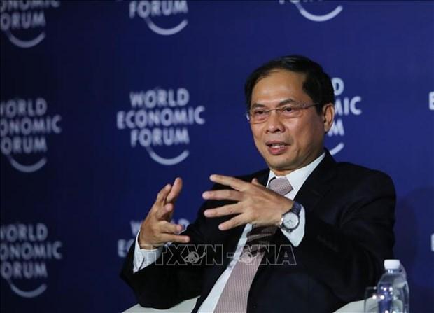 WEF-ASEAN 2018:《第四次工业革命》越南语版问世 hinh anh 1