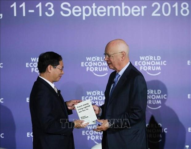 WEF-ASEAN 2018:《第四次工业革命》越南语版问世 hinh anh 2