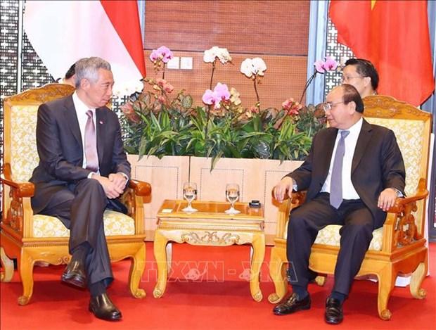 越南政府总理阮春福与新加坡总理李显龙进行会晤 hinh anh 2