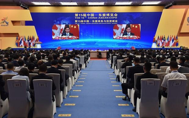 越南政府副总理王廷惠出席第15届CAEXPO和CABIS开幕式 hinh anh 1