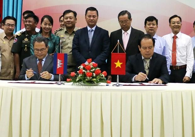 越南安江省与柬埔寨干丹省加强多领域合作 hinh anh 2