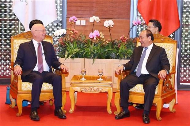WEF ASEAN 2018: 政府总理阮春福会见世界经济论坛执行主席克劳斯·施瓦布 hinh anh 1