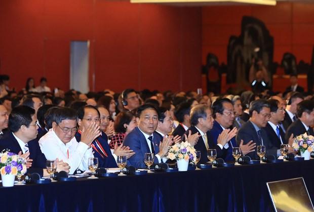 WEF ASEAN 2018:政府总理阮春福和WEF主席共同主持2018年越南工商峰会上的对话 hinh anh 3
