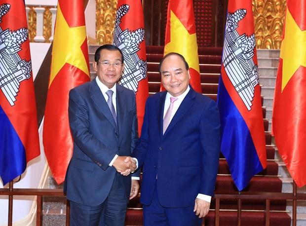 WEF ASEAN 2018:政府总理阮春福会见柬埔寨首相洪森和湄公河委员会领导 hinh anh 1