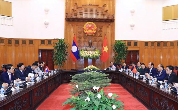 WEF ASEAN 2018: 政府总理阮春福会见老挝总理通伦·西苏里 hinh anh 2