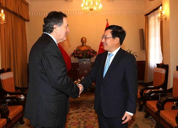 WEF ASEAN 2018:范平明分别与智利、东帝汶和孟加拉外交官员举行会晤 hinh anh 1