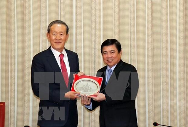 胡志明市人民委员会主席阮成锋会见韩国产业联盟主席 hinh anh 1