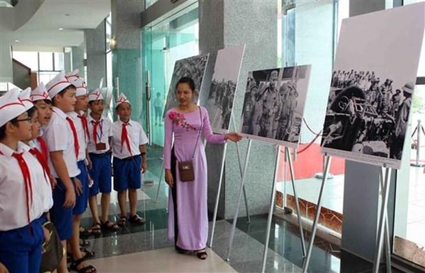 有关古巴领袖菲德尔·卡斯特罗访问越南解放区的图片展在广治省开展 hinh anh 1