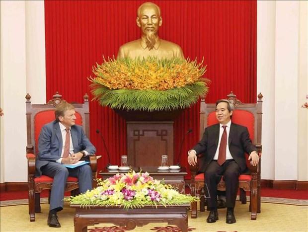 越共中央经济部部长阮文平会见俄罗斯总统企业家权益全权代表 hinh anh 2