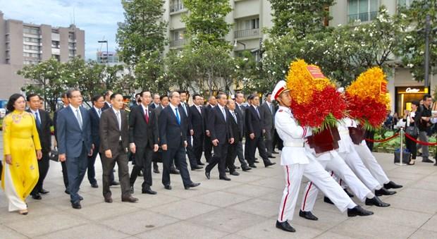 胡志明市市委书记阮善仁会见中国外交部长王毅 hinh anh 2