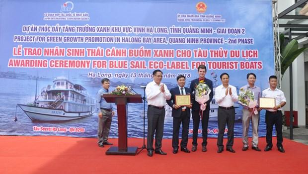 广宁省下龙湾的两艘旅游船荣获绿帆生态标志和证书 hinh anh 1