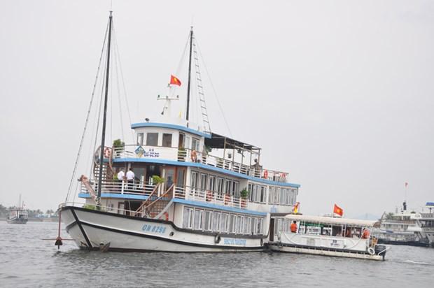 广宁省下龙湾的两艘旅游船荣获绿帆生态标志和证书 hinh anh 2