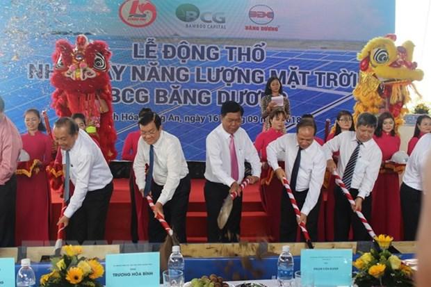 隆安省首个太阳能发电厂建设项目正式动工兴建 hinh anh 1