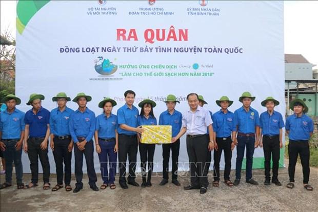 越南各地青年举行响应2018年世界清洁日 hinh anh 1