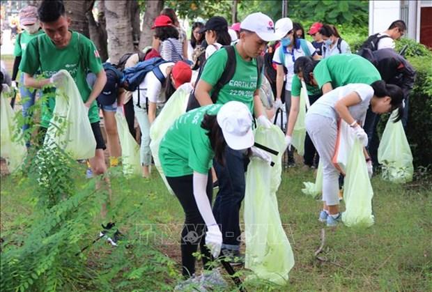 越南各地青年举行响应2018年世界清洁日 hinh anh 3