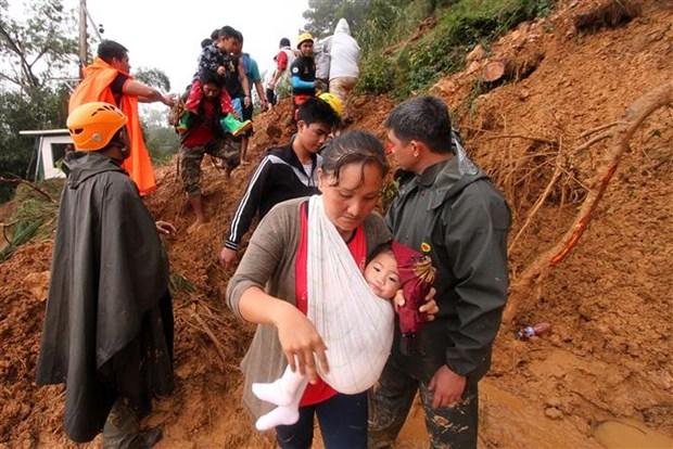 """台风""""山竹""""来袭菲律宾造成至少30名矿工遇难 香港、澳门发出最高级别预警 hinh anh 2"""