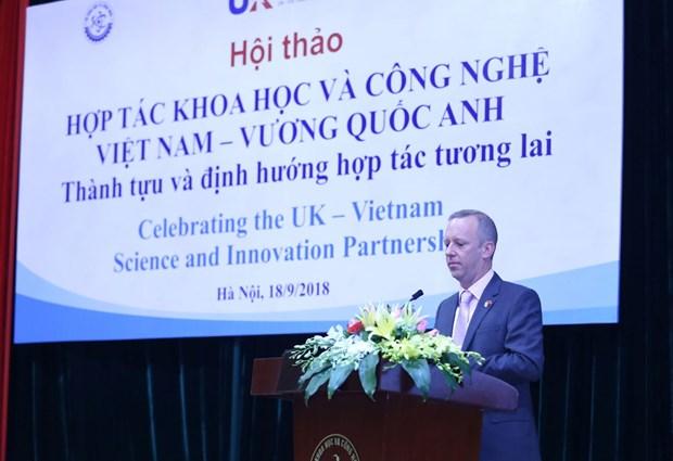 英国承诺优先同越南合作发展科学技术 hinh anh 2