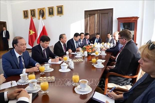 越南政府常务副总理张和平对波兰进行正式访问 hinh anh 1
