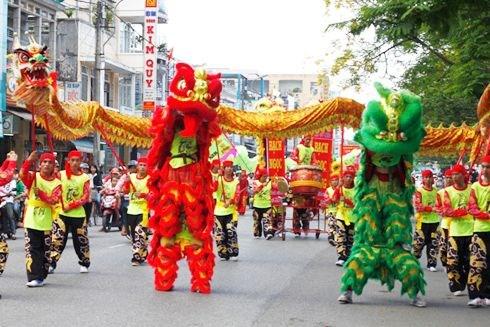 越南中秋节必不可少的一门表演艺术——龙狮麟舞 hinh anh 1