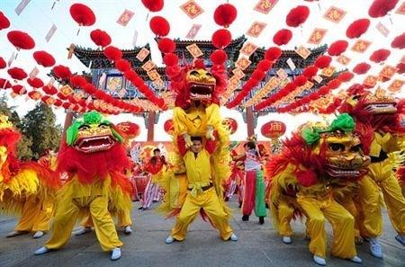 越南中秋节必不可少的一门表演艺术——龙狮麟舞 hinh anh 2