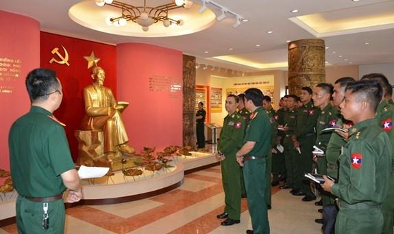 缅甸军队青年军官代表团访问军事技术学院 hinh anh 1