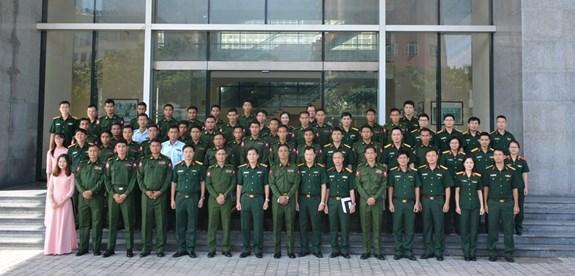 缅甸军队青年军官代表团访问军事技术学院 hinh anh 2