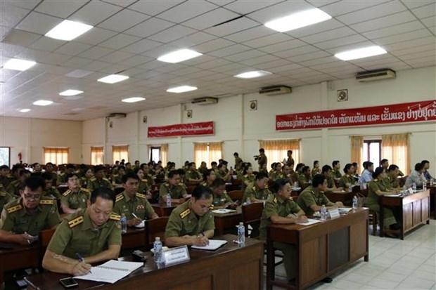 老挝公安部总政治局干部战士越语培训班正式开班 hinh anh 2