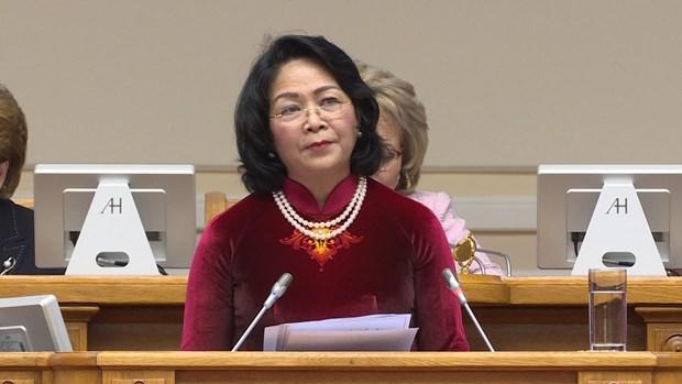 越南国家副主席邓氏玉盛出席第二届欧亚妇女论坛全体会议 hinh anh 1