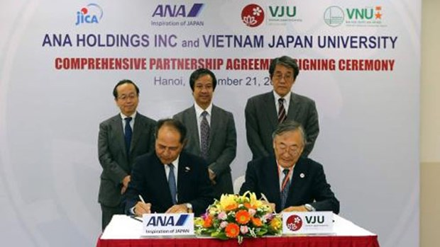越日大学与日本ANA Holdings签署全面合作协议 hinh anh 1