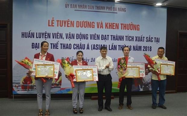 岘港对参加2018亚运会的优秀教练员和运动员进行表彰 hinh anh 1