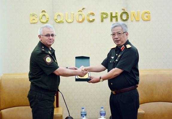 越南与俄罗斯和菲律宾加强防务合作 hinh anh 1
