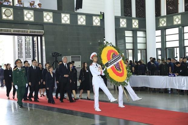 许多国家领导和代表团来到河内吊唁越南国家主席陈大光逝世 hinh anh 1