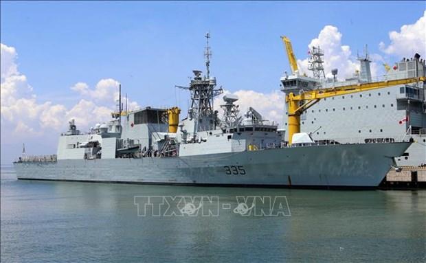 加拿大皇家海军编队访问岘港 hinh anh 1