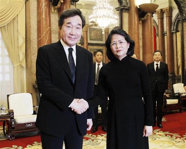 越南国家代主席邓氏玉盛会见韩国总理李洛渊 hinh anh 1