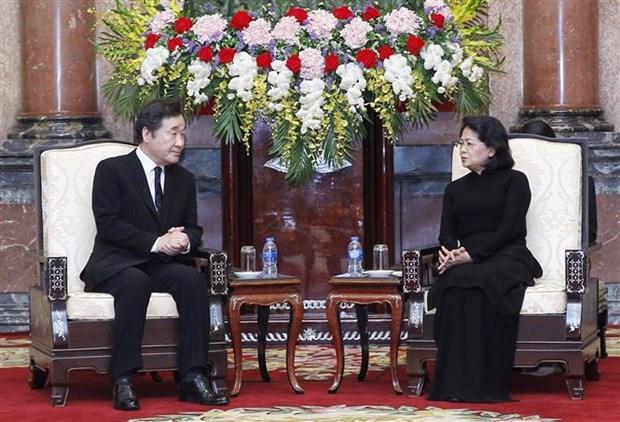 越南国家代主席邓氏玉盛会见韩国总理李洛渊 hinh anh 2