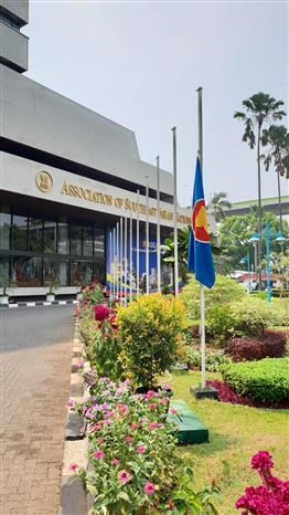 越南驻外大使馆为陈大光主席举行吊唁仪式 东盟秘书处下半旗致哀 hinh anh 2