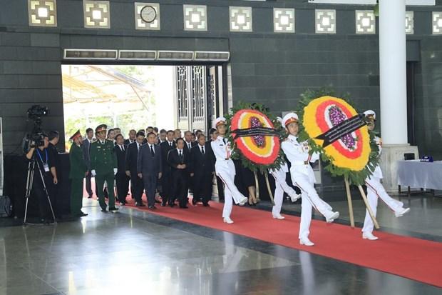 1500支国内外代表团前来吊唁国家主席陈大光 hinh anh 1