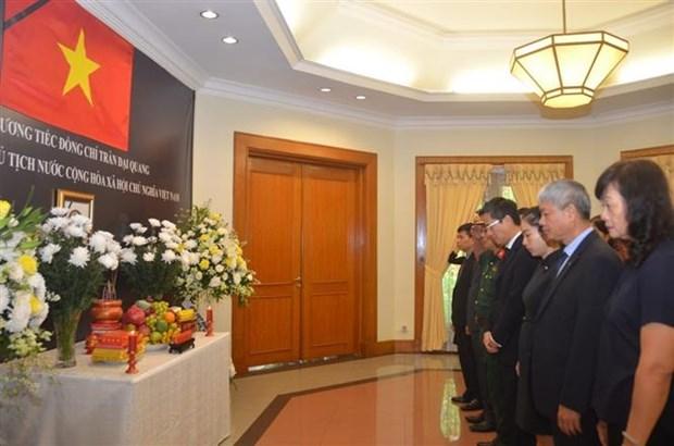 越南驻外大使馆为陈大光主席举行吊唁仪式 东盟秘书处下半旗致哀 hinh anh 1